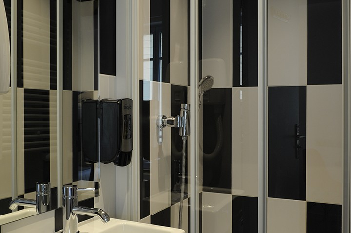 inroom shower